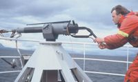 Whaling_harpoon_canon_and_harponer